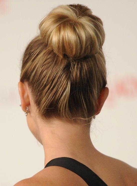 Прическа пучок на длинные волосы