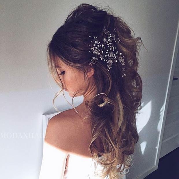 Прическа с наполовину собранными волосами