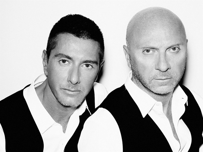 2868f96d8c99 Dolce   Gabbana (До́льче и Габба́на) — итальянский дом моды, основанный  модельерами Доменикано Дольче и Стефано Габбана. Бренд производит модную  одежду, ...